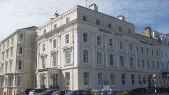 Sale of Queen's Hotel in the kingdom of Welsh resorts
